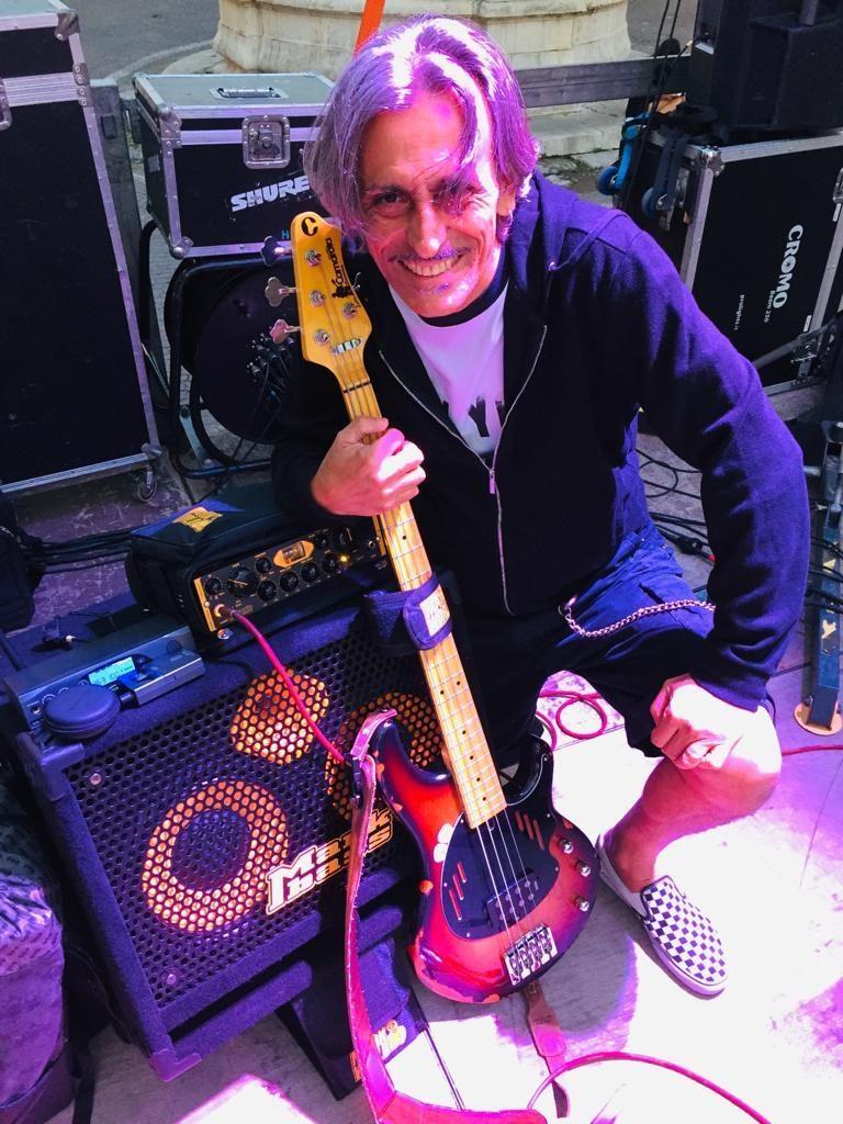 Stefano De Donato bassista dei Dirotta su Cuba
